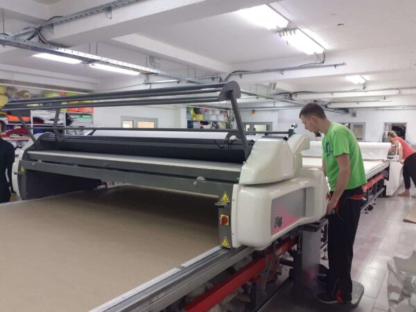 Fabric spreading machine  Özbilim Orox P4 attended by a technician.
